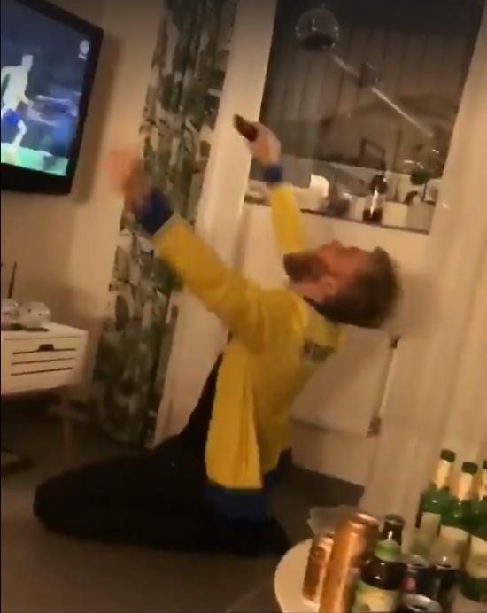 Болельщик сборной Швеции безумно отпраздновал выход команды на ЧМ-2018