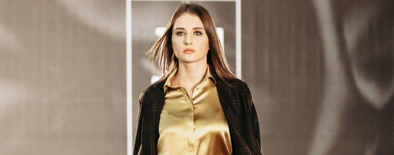 Брючные костюмы и шелковые блузки в коллекции Юлии Сухоруковой