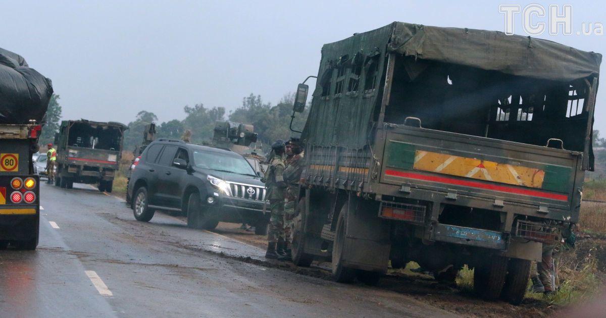 Військові на підступах до столиці Зімбабве Хараре. @ Reuters