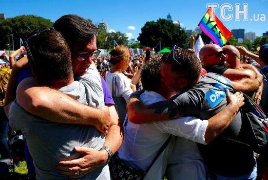 Австралийцы проголосовали за легалигацию однополых браков