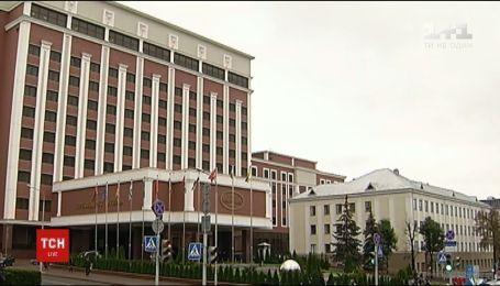Тристороння контактна група у Мінську має домовитися про звільнення 157 полонених