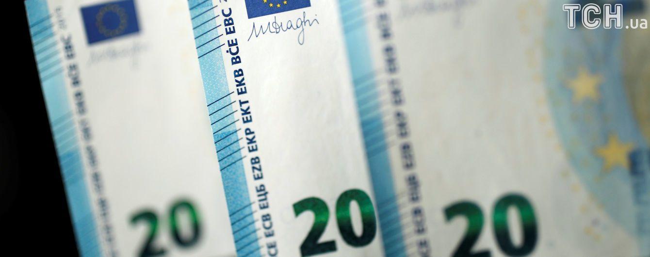 Евро перевалил за 32 гривны в курсах Нацбанка на вторник. Инфографика