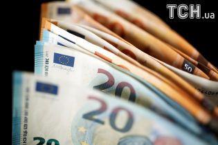 В четверг в курсах Нацбанка подорожал евро. Инфографика