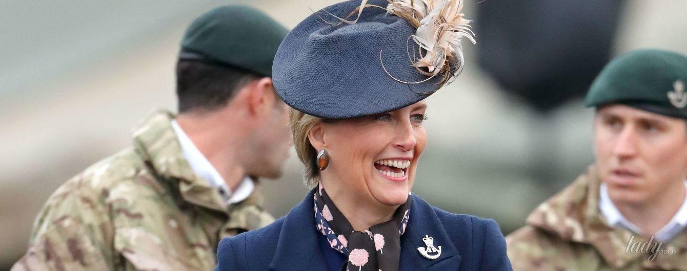 В интересной шляпе и стильном пальто: невестка королевы Елизаветы II – графиня Софи – впечатлила своим образом