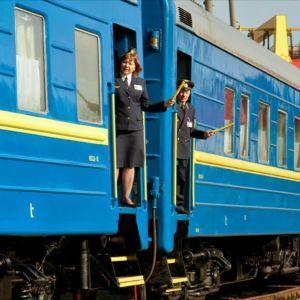 """""""Укрзализныця"""" назначила 15 дополнительных поездов к 8 Марта. Полный список"""