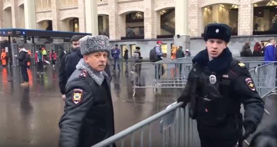 """Разыскиваемый экс-зам главы милиции Киева засветился в охране матча на """"Лужниках"""""""