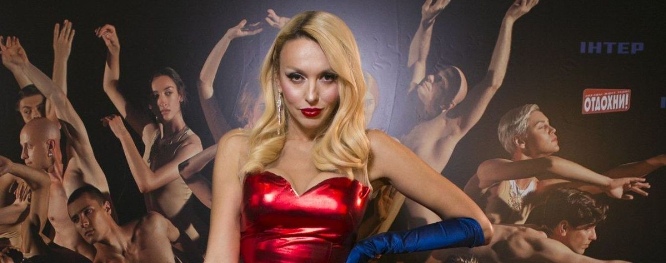 Как всегда, эффектна: Оля Полякова блистала на концерте в алом платье с разрезом до талии
