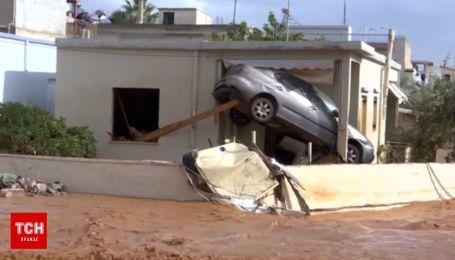 Авто на деревах, ріки багнюки і сім смертей: Греція страждає від повені