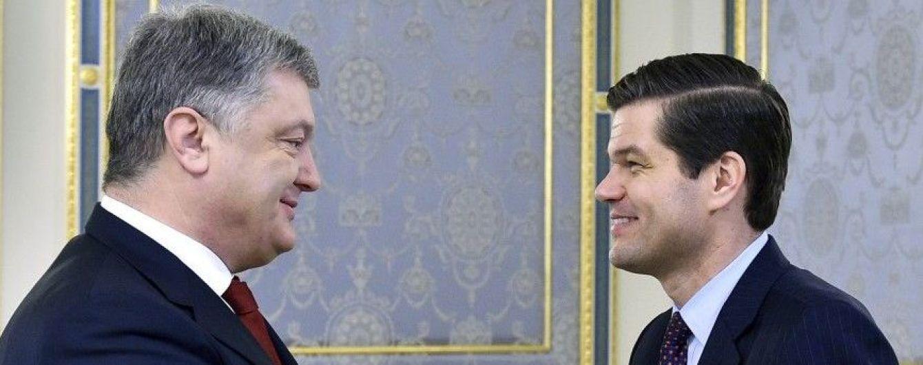 Помічник держсекретаря США запевнив Порошенка у подальшій підтримці України
