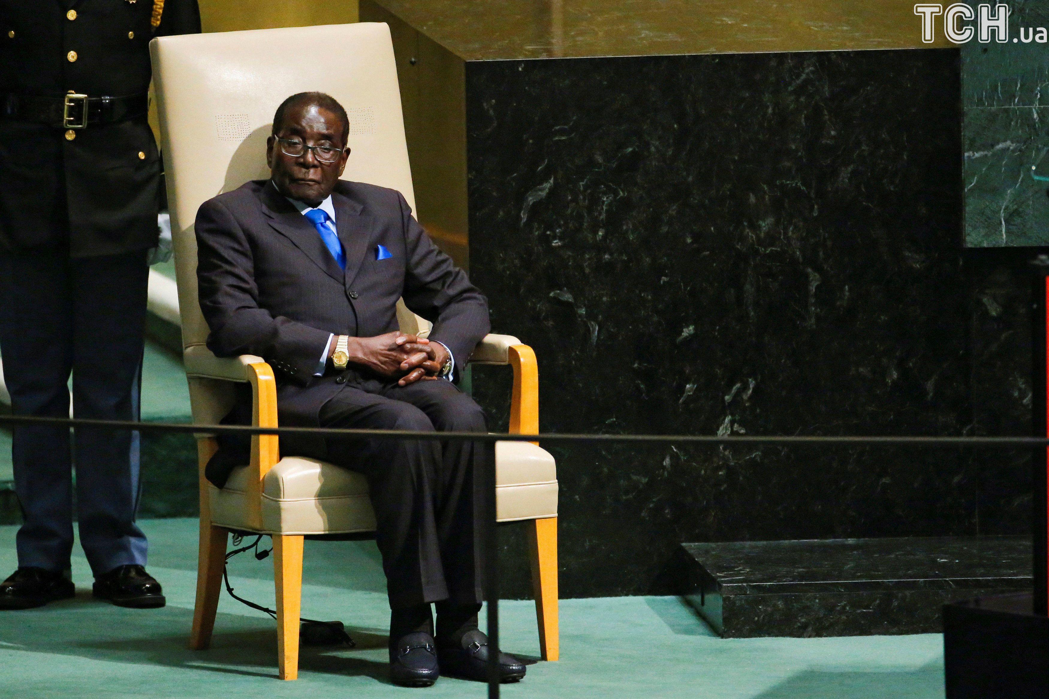 Военные вЗимбабве отправили «друга Путина» Мугабе под домашний арест