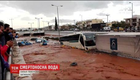 Наводнение близ Афин унесло более десятка жизней