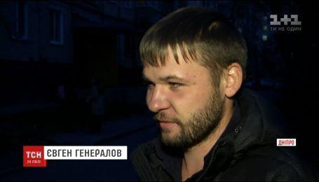 В Днепре мужчина получил вознаграждение за помощь в задержании воров лифта