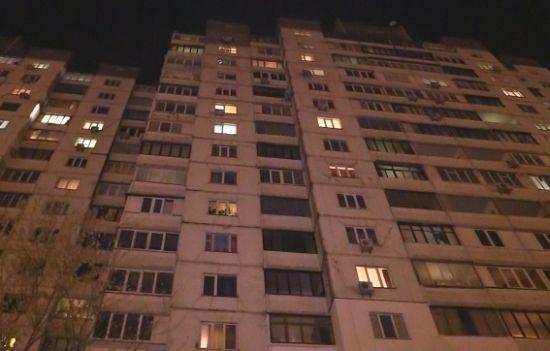 У Києві з вікна на 15 поверсі випав трирічний хлопчик