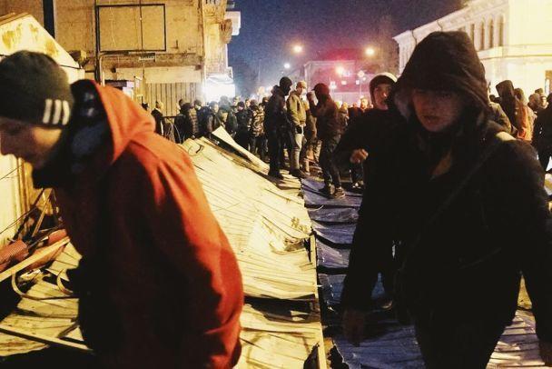 Националисты разгромили строительную площадку наместе Сенного рынка вКиеве