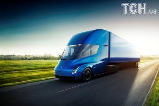 Швидка зарядка і запас ходу на 800 км. Tesla показала фуру Semi