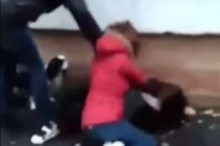 У Полтаві восьмикласниці побили однолітку просто біля школи