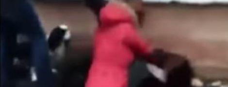 В Полтаве восьмиклассницы избили сверстницу прямо возле школы
