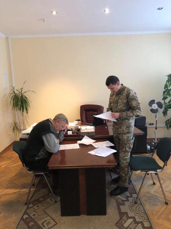 Двом посадовцям Волинської ОДА вручили підозри у розкраданні 7 млн грн на АТО