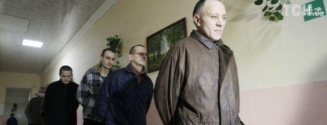 """Боевики """"ЛНР"""" устроили для журналистов демонстрацию украинских военнопленных"""