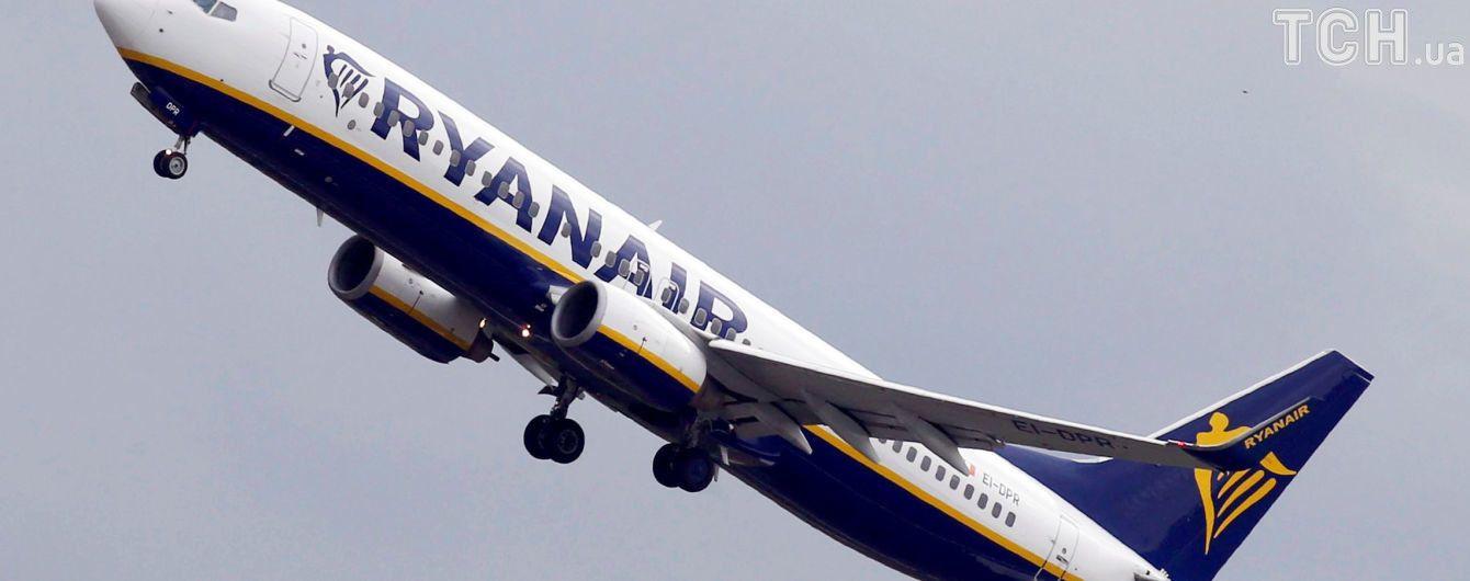 С высоты в 9 тысяч метров за 5 минут: десятки людей пострадали из-за экстренной посадки самолета Ryanair