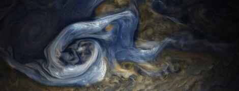 NASA показало фото потужної бурі на Юпітері з хмарами шириною в 13 км