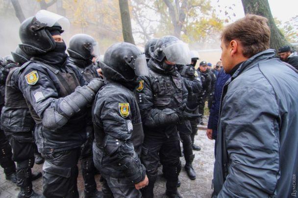 В Одесі сталася масова бійка через Літній театр: начальнику поліції розбили голову