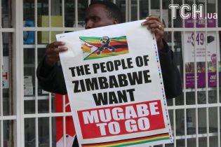 Керівна партія Зімбабве готується офіційно відправити Мугабе у відставку