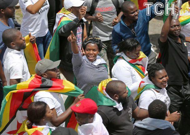 Початок нового життя. Тисячі людей в Зімбабве вийшли на вулиці, щоб прогнати Мугабе