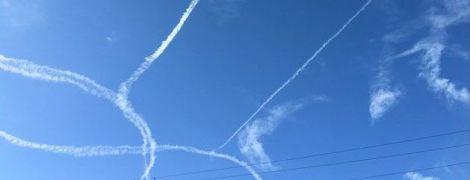 """Американські військові під час польоту """"намалювали"""" в небі величезний пеніс"""