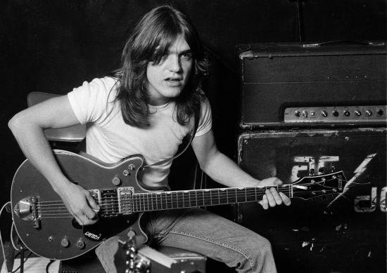 Помер один з двох братів-засновників гурту AC/DC