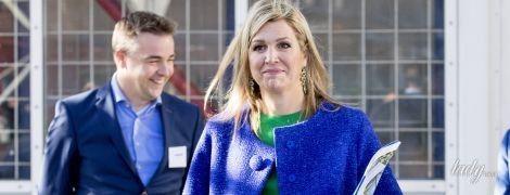 В синем пальто и зеленом платье: королева Максима вышла в свет в ярком образе