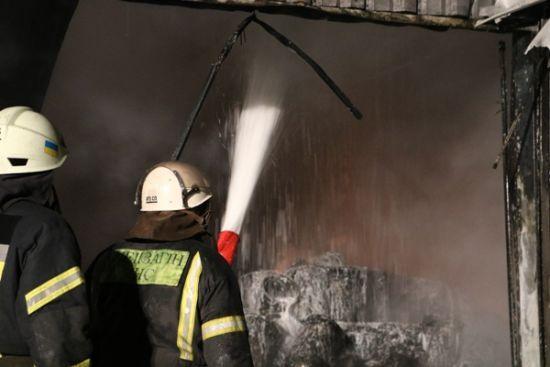 У Києві пожежники винесли з вогню п'ятьох дітей