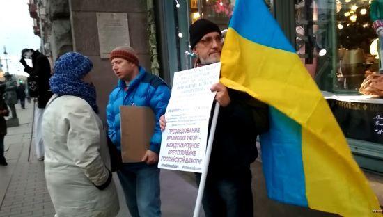 """Жителі Петербурга підтримали кримських татар і назвали Крим """"військовою базою"""""""