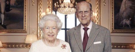 Вместе 70 лет. Появилось праздничное фото королевы Елизаветы ІІ и принца Филиппа