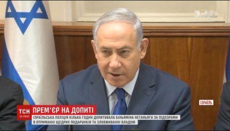 На допрос через шампанское. Полиция Израиля несколько часов провела в резиденции Биньямина Нетаньяху