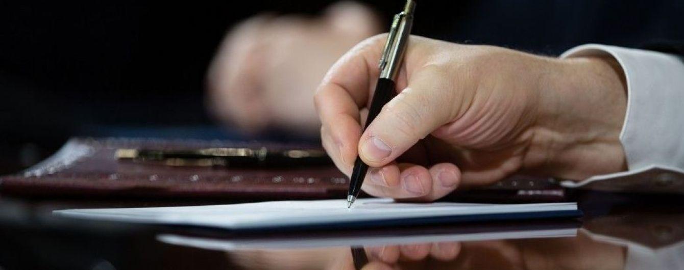 Порошенко підписав закон, що спростить телерадіомовлення в зоні АТО та окупованому Криму