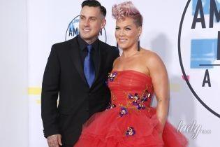 В пышном платье и с ирокезом: Пинк в эффектном образе на церемонии American Music Awards-2017
