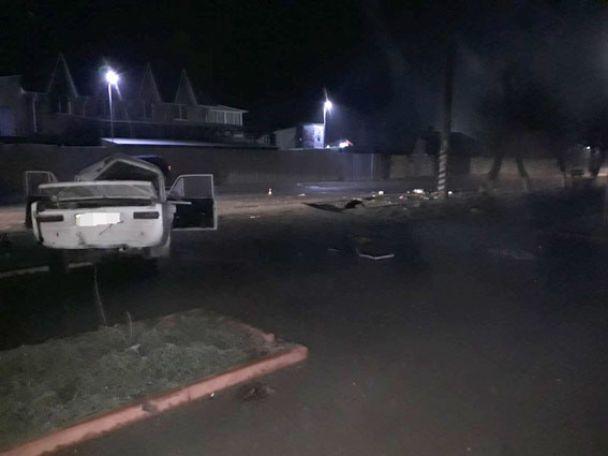 На Вінниччині водій ВАЗа влетів у стовп і втік із місця аварії, побачивши свого товариша мертвим