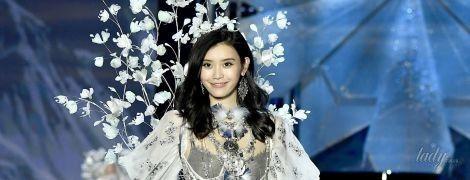 Конфуз на подиуме: китайская модель упала во время шоу Victoria's Secret