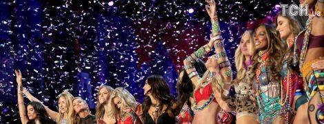 """Шоу Victoria's Secret-2017: падіння """"ангела"""" на подіумі та ефектні появи моделей у спідньому"""