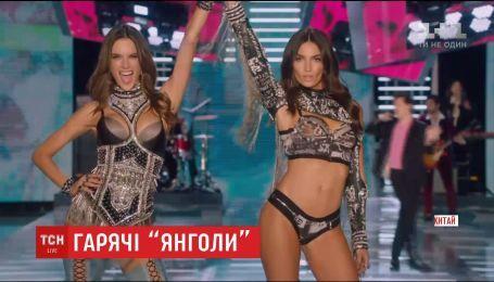 В Шанхае 55 ангелов Victoria's Secret продефилировали по сцене в роскошном нижнем белье