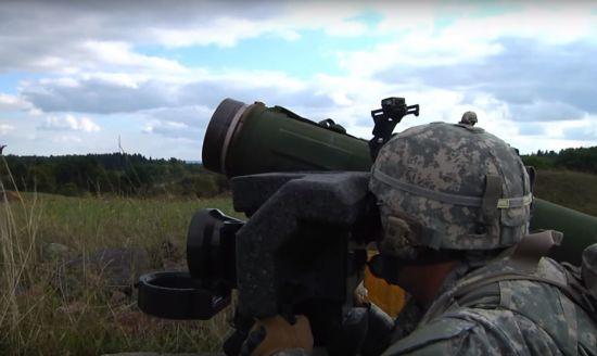 Порошенко підтвердив, що Україна отримає від США протитанкові комплекси Javelin