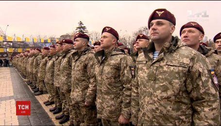 Українські десантники переодяглися в новий однострій та отримали нове свято