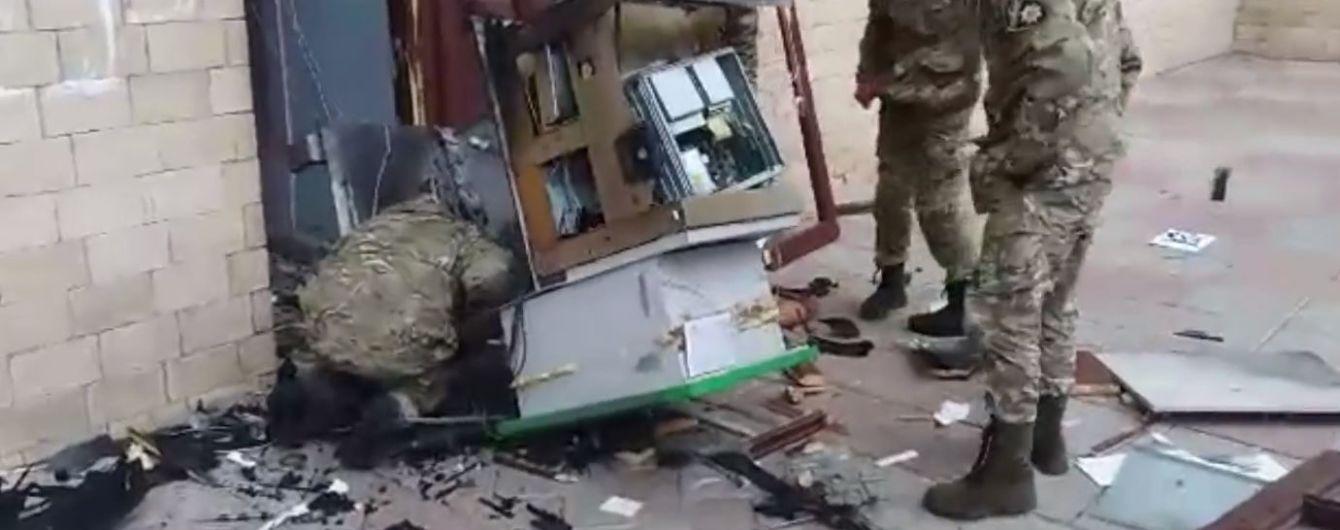 Під Харковом невідомі напали на охоронницю будинку культури і підірвали банкомат