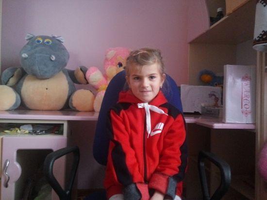 Родина Павлик просить допомогти їхній доньці Вероніці не втратити слух