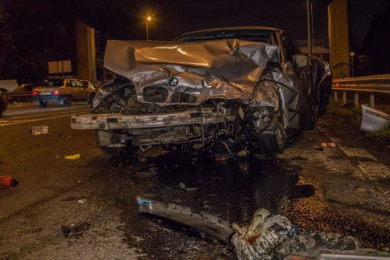 Потрійна ДТП на виїзді з Києва: машини крутило на дорозі, один із водіїв вилетів через заднє скло