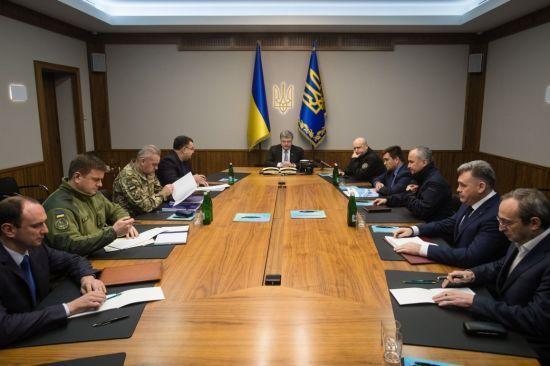 Російські танки перетнули кордон України – Порошенко скликав Воєнний кабінет