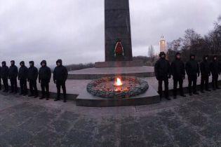 Кива опубліковав фото варти, яка охоронятиме Вічний вогонь у Києві