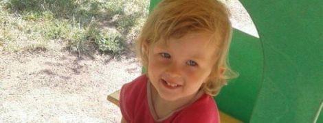 Родовая травма заставляет 2-летнюю Аню проходить длительные и дорогостоящие реабилитации