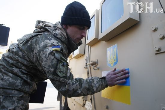 """Українські військові на Донбасі поширюють агітки з закликом """"сотруднічайть с Укропен Каратєлен!"""""""